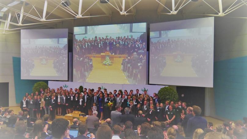 Die Studentinnen Und Studenten Der Wirtschafts  Und  Rechtswissenschaftlichen Fakultät Der Universität Bayreuth, Die Den  Kongress Maßgeblich Organisiert Und ...