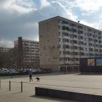 Plattenbau / Ladenzeile in Kölner Problembezirk