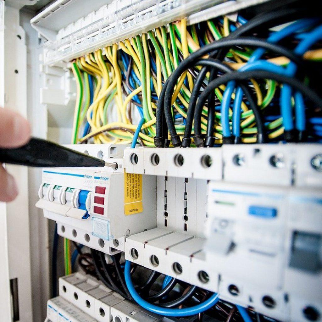 Vorschriften der Elektroprüfung für Unternehmer - Bild jarmoluk - pixabay